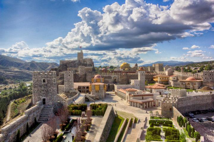 Hop-on-hop-off-tbilisi-Borjomi-Krepost-Rabat-00001