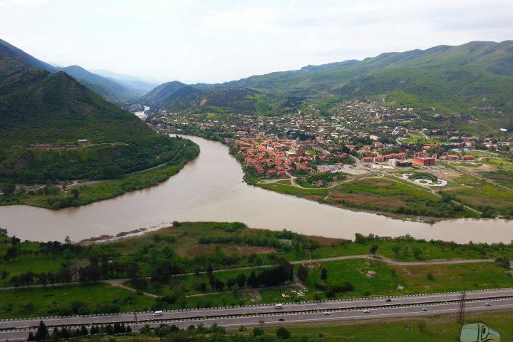Фотография Слияние Рек Арагви и Куры - Обзорная Автобусная Экскурсия Тбилиси - Мцхета - Джвари с туристической компанией Hop On Hop Off Tbilisi