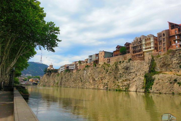 Фотография Набережная реки Куры - Обзорная Автобусная Экскурсия Тбилиси - Мцхета - Джвари с туристической компанией Hop On Hop Off Tbilisi