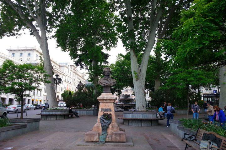 Фотография Памятник Пушкину - Обзорная Автобусная Экскурсия Тбилиси - Мцхета - Джвари с туристической компанией Hop On Hop Off Tbilisi