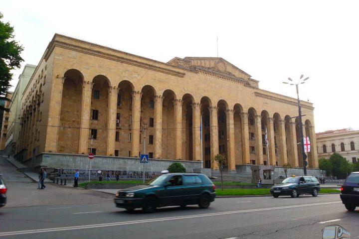 Фотография Здание Парламента Грузии на проспекте Руставели - Обзорная Автобусная Экскурсия Тбилиси - Мцхета - Джвари с туристической компанией Hop On Hop Off Tbilisi
