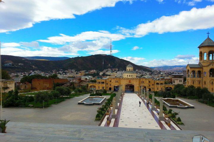 Фотография Вид на город от Храма Святой Троицы - Обзорная Автобусная Экскурсия Тбилиси - Мцхета - Джвари с туристической компанией Hop On Hop Off Tbilisi