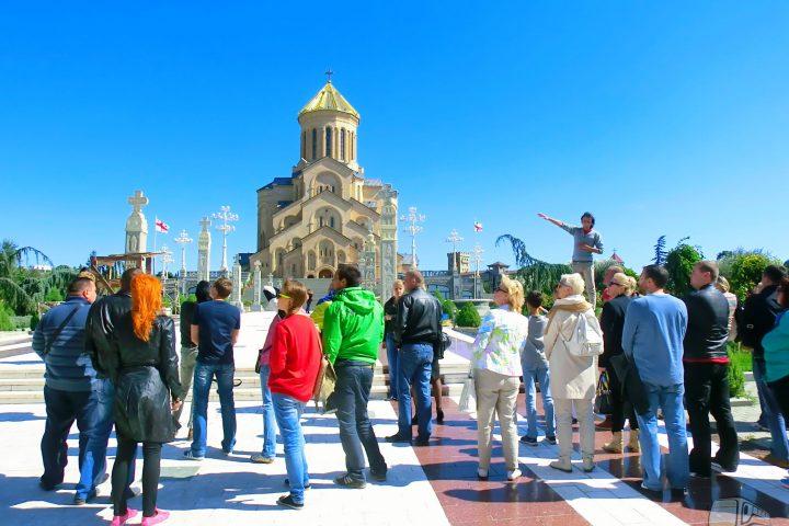 Фотография Осмотр территории храма Св. Троицы - Обзорная Автобусная Экскурсия Тбилиси - Мцхета - Джвари с туристической компанией Hop On Hop Off Tbilisi