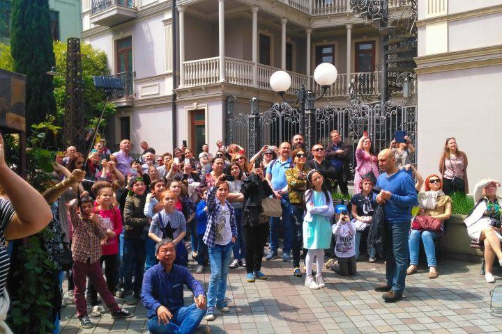 Фотография В ожидании Ангела на Часах - Обзорная Автобусная Экскурсия Тбилиси - Мцхета - Джвари с туристической компанией Hop On Hop Off Tbilisi
