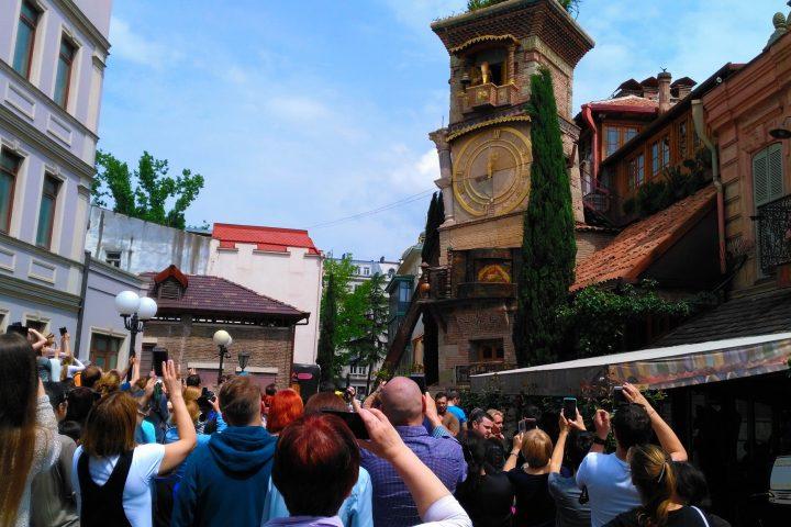 Фотография Башня Габриадзе, Ангел - Обзорная Автобусная Экскурсия Тбилиси - Мцхета - Джвари с туристической компанией Hop On Hop Off Tbilisi