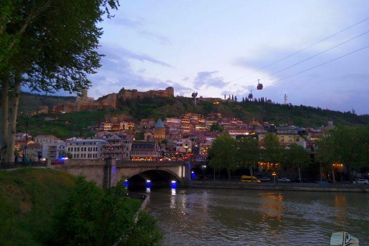 Фотография Вечер в Старом Городе - Обзорная Автобусная Экскурсия Тбилиси - Мцхета - Джвари с туристической компанией Hop On Hop Off Tbilisi