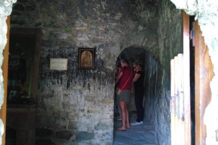 Фотография В Древнем Храме во время Тура из Тбилиси в Кахетию Бодбе Сигнахи Цинандали Телави с компанией Hop on Hop off Tbilisi