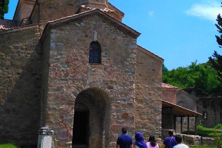 Фотография Древняя Церковь во время Тура из Тбилиси в Кахетию Бодбе Сигнахи Цинандали Телави с компанией Hop on Hop off Tbilisi