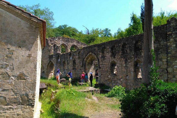 Фотография Древний Монастырь во время Тура из Тбилиси в Кахетию Бодбе Сигнахи Цинандали Телави с компанией Hop on Hop off Tbilisi