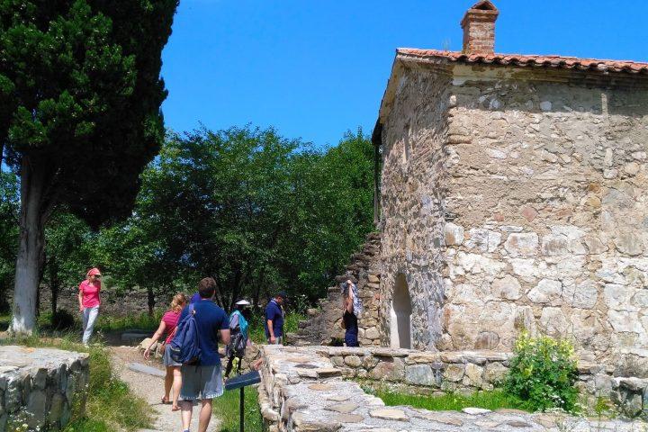 Фотография Посещение Храма в Древнем Монастыре во время Тура из Тбилиси в Кахетию Бодбе Сигнахи Цинандали Телави с компанией Hop on Hop off Tbilisi