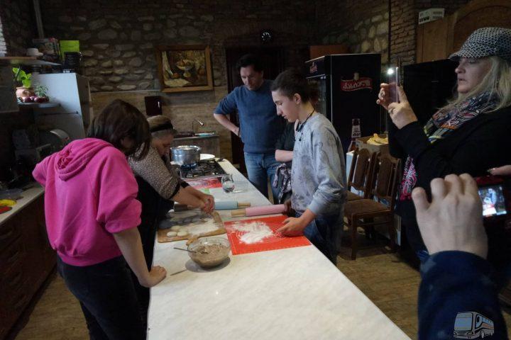 Фотография Мастер-Класс Хинкали в Грузинском Доме во время Тура из Тбилиси в Кахетию Бодбе Сигнахи Цинандали Телави с компанией Hop on Hop off Tbilisi