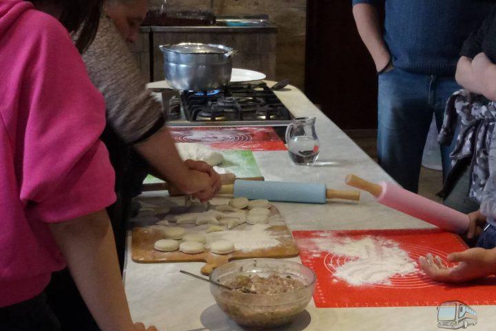 Фото Мастер-Класс Грузинской Кухни Хинкали в Грузинском Доме - Тур из Тбилиси в Кахетию