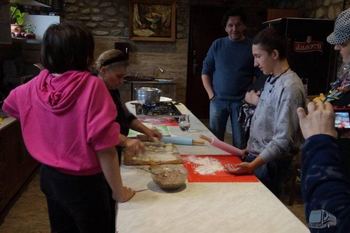 Фотография Приготовление Хинкали в Грузинском Доме во время Тура из Тбилиси в Кахетию Бодбе Сигнахи Цинандали Телави с компанией Hop on Hop off Tbilisi
