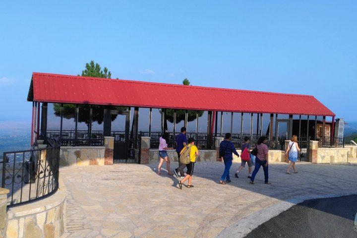 Фотография Сигнахи смотровая площадка во время Тура из Тбилиси в Кахетию Бодбе Сигнахи Цинандали Телави с компанией Hop on Hop off Tbilisi