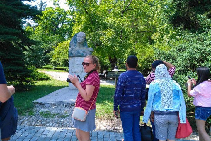 Фотография Цинандали Усадьба Скульптура во время Тура из Тбилиси в Кахетию Бодбе Сигнахи Цинандали Телави с компанией Hop on Hop off Tbilisi