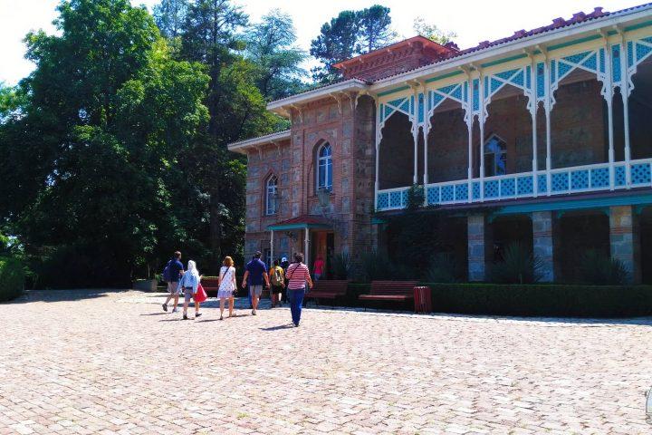 Фотография Цинандали Усадьба Чавчавадзе во время Тура из Тбилиси в Кахетию Бодбе Сигнахи Цинандали Телави с компанией Hop on Hop off Tbilisi