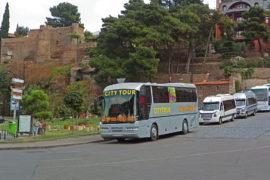 Фотография Автобус Hop On Hop Off на Метехском Подъёме - Обзорная Автобусная Экскурсия Тбилиси - Мцхета - Джвари