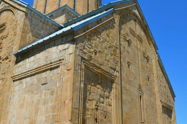 Фотография Храм Успения в крепости Ананури во время Экскурсии в Казбеги по Военно-Грузинской дороге Ананури - Гудаури - Казбеги с компанией Hop on Hop off Tbilisi