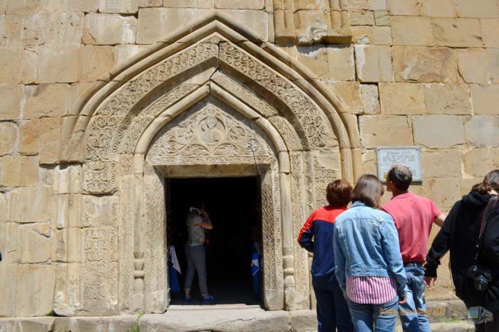Фотография Вход в Храм Успения в Ананури во время Экскурсии в Казбеги по Военно-Грузинской дороге Ананури - Гудаури - Казбеги с компанией Hop on Hop off Tbilisi