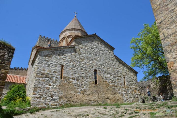Фотография Ананури Церковь Гвтаеба во время Экскурсии в Казбеги по Военно-Грузинской дороге Ананури - Гудаури - Казбеги с компанией Hop on Hop off Tbilisi