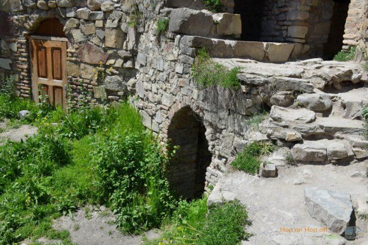 Фотография Вход в Башню в крепости Ананури во время Экскурсии в Казбеги по Военно-Грузинской дороге Ананури - Гудаури - Казбеги с компанией Hop on Hop off Tbilisi