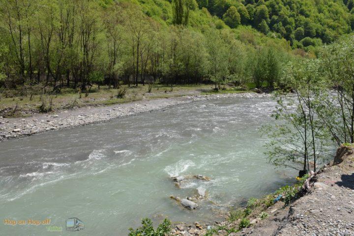 Фотография Река после Слияния Белой и Чёрной Арагви во время Экскурсии в Казбеги по Военно-Грузинской дороге Ананури - Гудаури - Казбеги с компанией Hop on Hop off Tbilisi