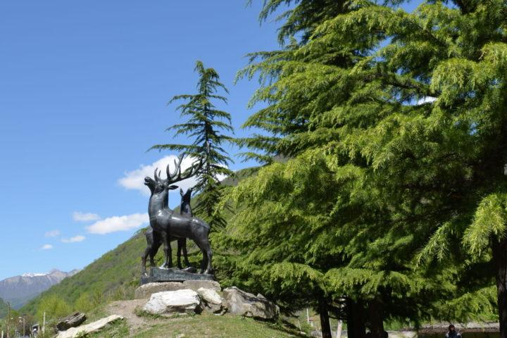 Фотография Памятник Олени рядом со слиянием Чёрной и Белой Арагви рядом с Пасанаури во время Экскурсии в Казбеги по Военно-Грузинской дороге Ананури - Гудаури - Казбеги с компанией Hop on Hop off Tbilisi