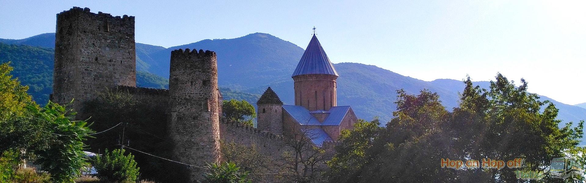 Крепость Ананури во время Экскурсии в Казбеги по Военно-Грузинской дороге Ананури - Гудаури - Казбеги с компанией Hop on Hop off Tbilisi