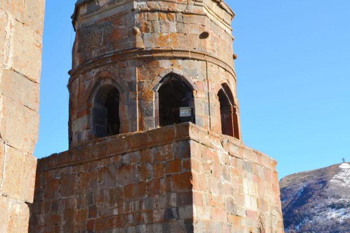 Фотография Колокольня Монастыря Гергети во время Экскурсии в Казбеги по Военно-Грузинской дороге Ананури - Гудаури - Казбеги с компанией Hop on Hop off Tbilisi