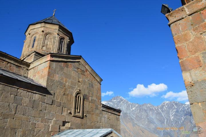Фотография Храм Гергетской Троицы во время Экскурсии в Казбеги по Военно-Грузинской дороге Ананури - Гудаури - Казбеги с компанией Hop on Hop off Tbilisi
