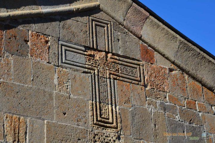 Фотография Резьба по камню. Крест на стене Храма Гергетской Троицы во время Экскурсии в Казбеги по Военно-Грузинской дороге Ананури - Гудаури - Казбеги с компанией Hop on Hop off Tbilisi