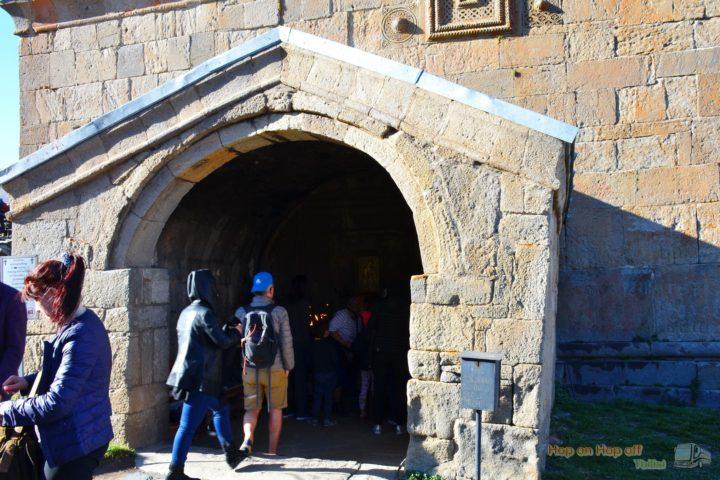 Фотография Во дворе Храма Гергетской Троицы во время Экскурсии в Казбеги по Военно-Грузинской дороге Ананури - Гудаури - Казбеги с компанией Hop on Hop off Tbilisi